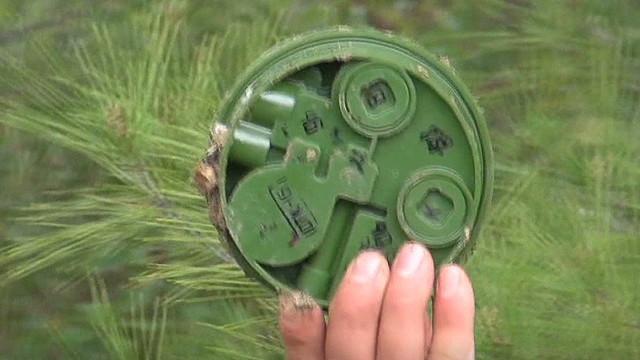 Syrians risking life to remove landmines