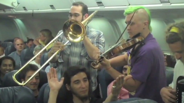 sot band plays on plane_00000628