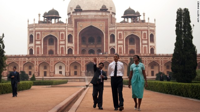 U.S. President Barack Obama and first lady Michelle Obama tour through Humayun's Tomb in New Delhi on November 7, 2010.