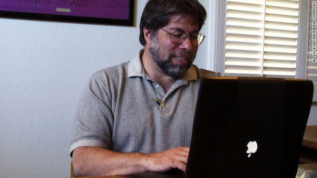 "Apple co-founder Steve Wozniak using a Powerbook with the ""upside-down"" logo."