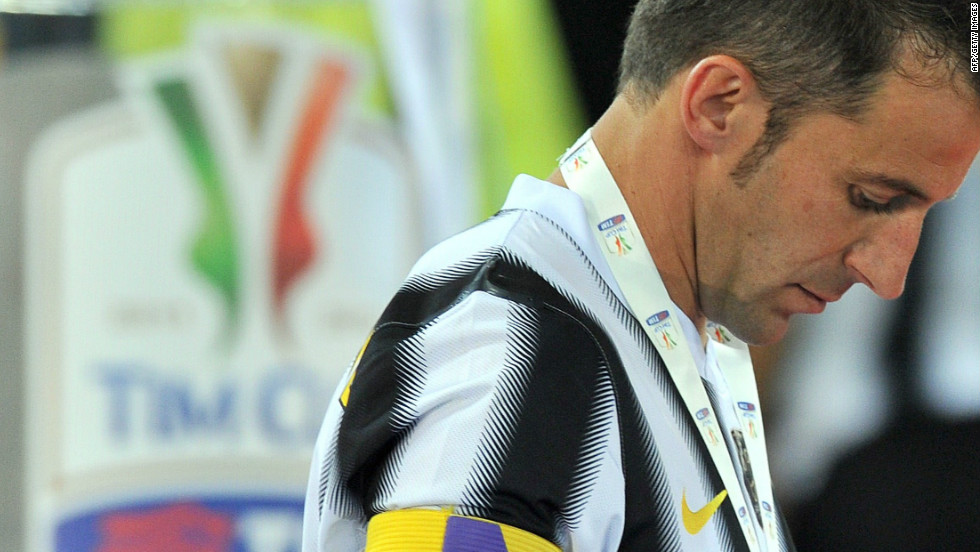 Alessandro Del Piero suffered a disappointment in his farewell match for Juventus, losing the Coppa Italia final to Napoli to end a 43-game unbeaten run this season.
