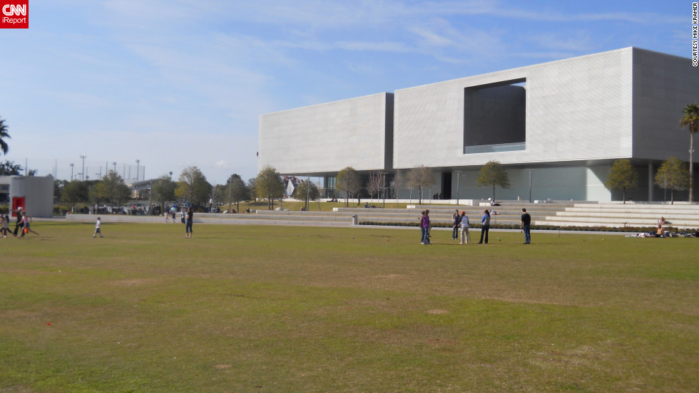 """The <a href=""""http://www.tampamuseum.org/"""" target=""""_blank"""">Tampa Museum of Art</a> can also be found along the park's border."""