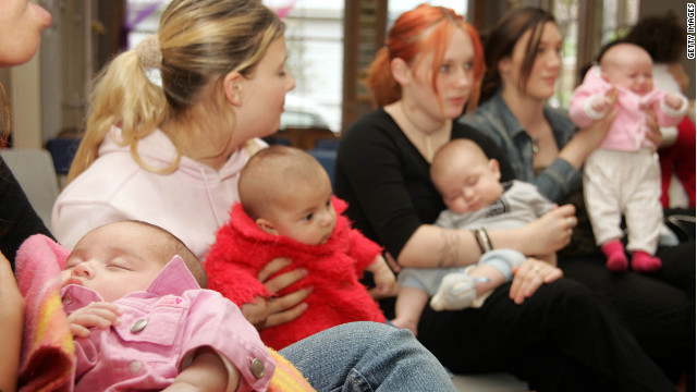 Teenage mothers who intend to keep up their studies meet at a school in New Zealand.