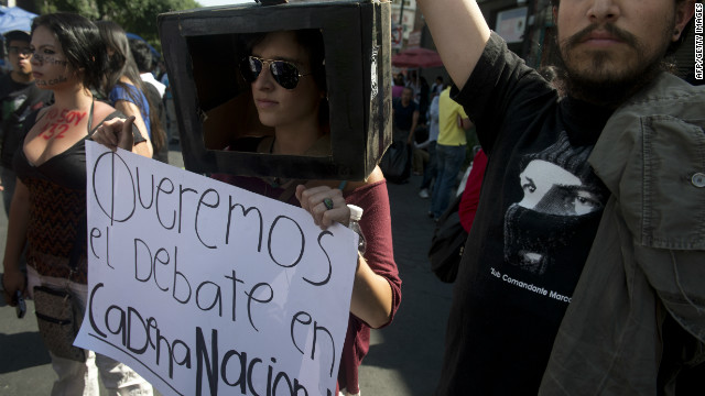 Mexican university students demand the national simultaneous broadcast of the second debate of the four presidential candidates in Mexico City on May 28.