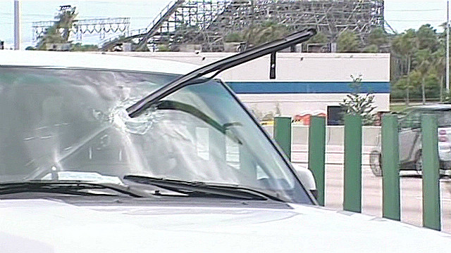 pole through windshield_00002820