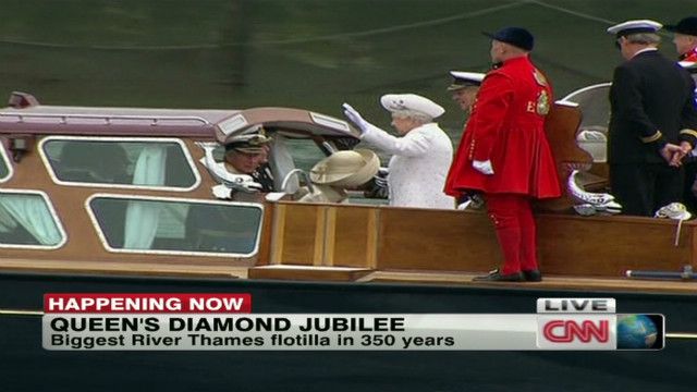 The Queen begins the flotilla