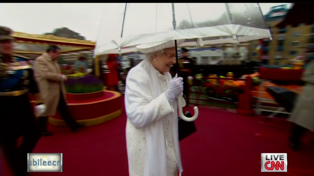 The queen departs the pageant