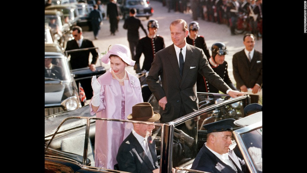 1961: Queen Elizabeth II and Prince Philip tour the streets of Rome.