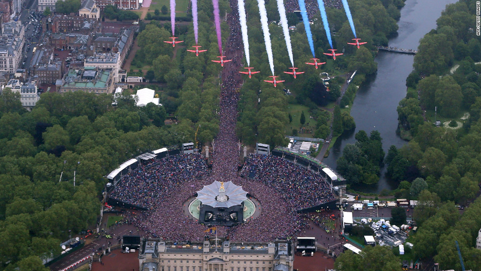The Royal Air Force Aerobatic Team fly in formation over Buckingham Palace as The Royal family stand on the balcony on June 5, 2012 in London, England.