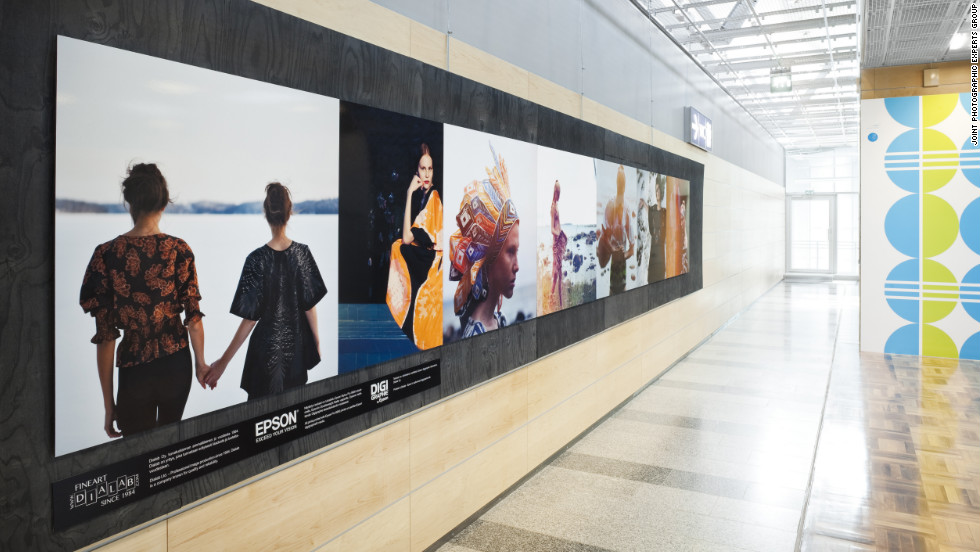 The Fashion Gallery at Helsinki Vantaa Airport exhibits Finnish clothing brands via an array of detailed photo exhibits. A catwalk installation meanwhile enables travelers to envision a life of glamour on the runway.