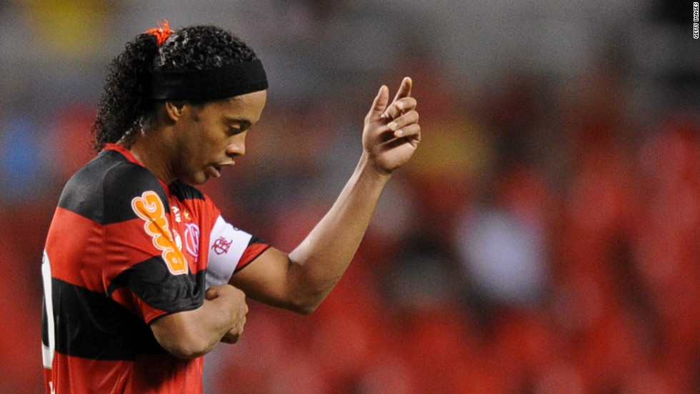 <strong>05/06/2012 - Ronaldinho set for Atletico Mineiro switch: </strong>Two-time World Player of the Year Ronaldinho is set to join Atletico Mineiro on a free transfer. The Brazilian left former club Flamengo last week in a row over unpaid wages.