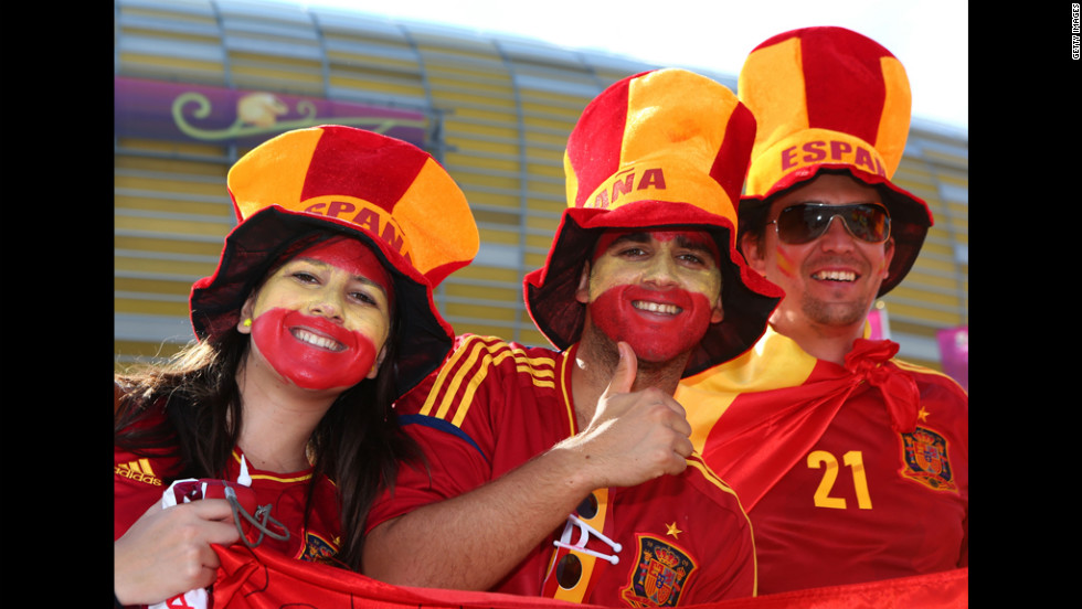Spanish fans get into the mood ahead of Sunday's match against Italy.