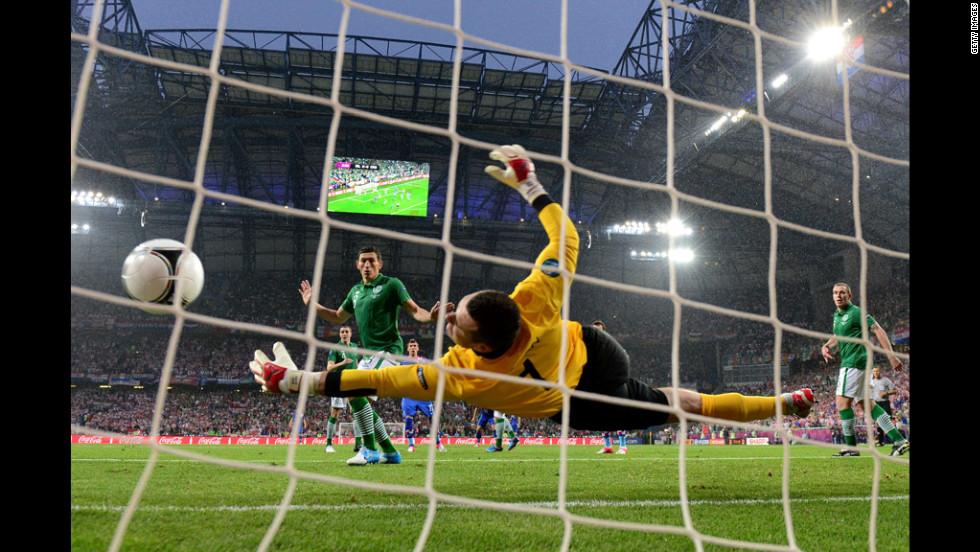 Goalkeeper Shay Given of Ireland fails to stop Croatia's Mario Mandzukic from scoring.