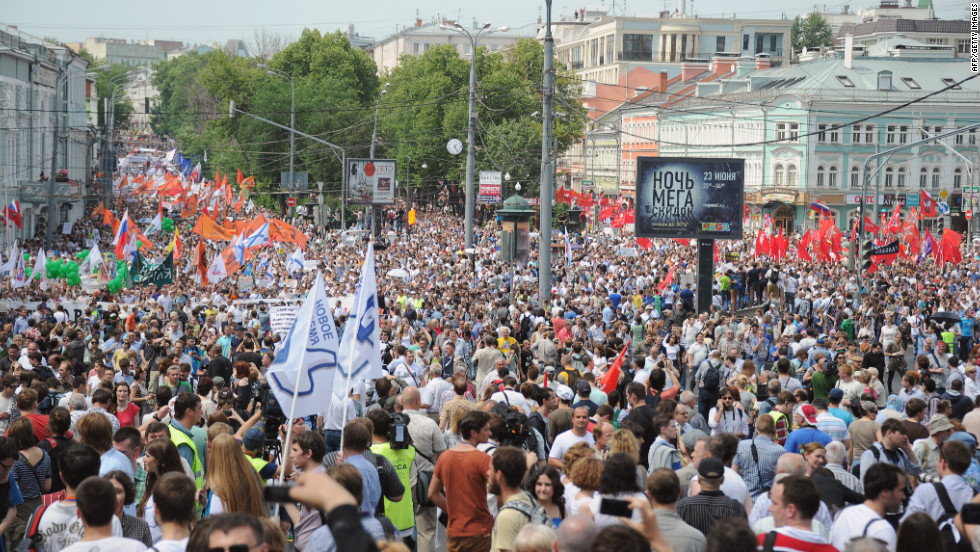 Tens of thousands of protesters rallied in Moscow and around Russia on June 12, 2012 against President Vladimir Putin's third term, despite a police crackdown on their leaders a day earlier.