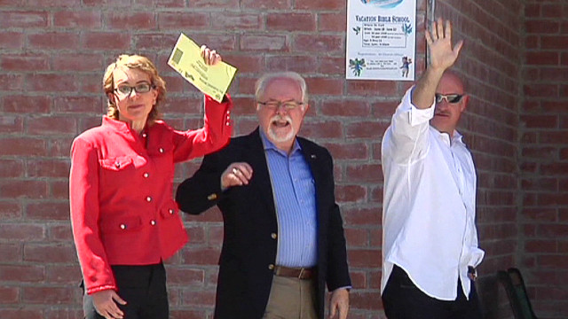 Giffords votes for successor  in election