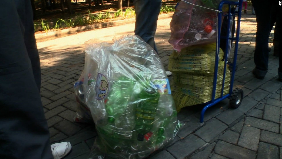 Aranda and his housemates gather glass, plastic and cardboard and take it to the city's Chapultepec Park.