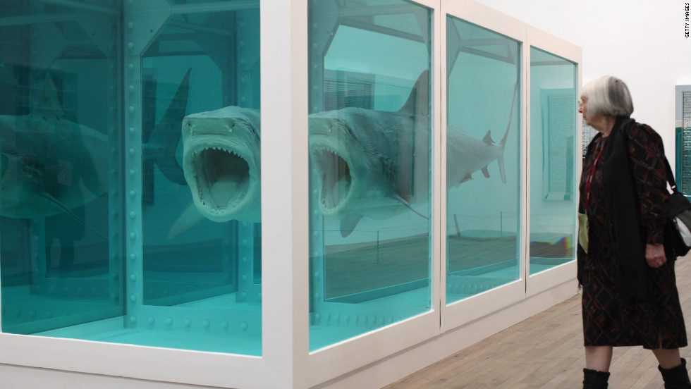 The pair run into each other at the Tate Modern, where an exhibition of British artist Damien Hirst's work is now on view.