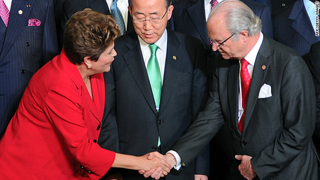 Brazil's President Dilma Rousseff (L) shakes hands with Sweden's King Carl Gustaf (R) as UN Secretary General Ban Ki-Moon looks on, during the UN Conference on Sustainable Development in Rio, Brazil.