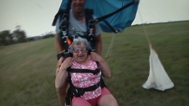 bts 90 year old skydiver_00003916