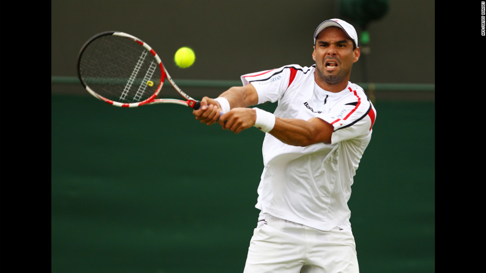 Falla eyes the ball during his match against Isner.