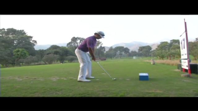 cnnee vive el golf diego vanegas practising_00001826