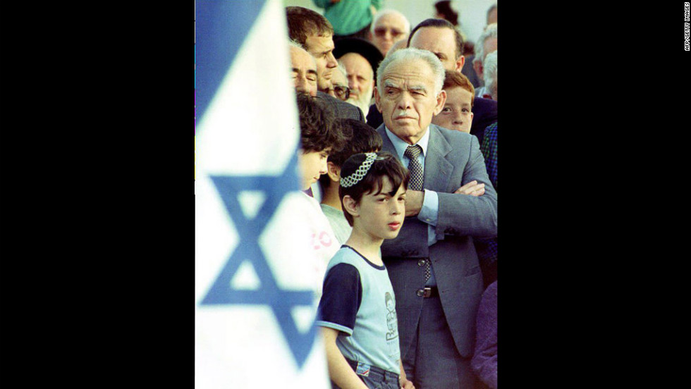 Shamir attends a street-naming ceremony on April 15, 1992, commemorating deceased members of the Lehi, the underground militants who fought the British in Petah Tikva.