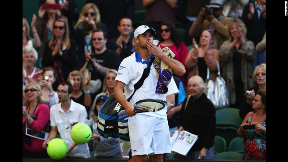 Andy Roddick of the United States blows a kiss to the crowd after being defeated by David Ferrer of Spain in a third-round match Saturday.