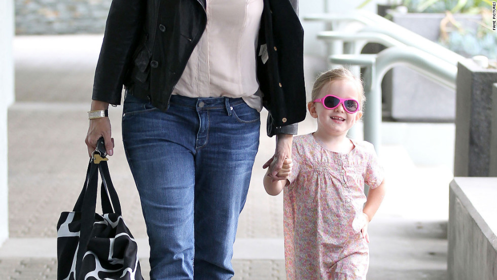 Jennifer Garner and her daughter Seraphina visit a center in Los Angeles.