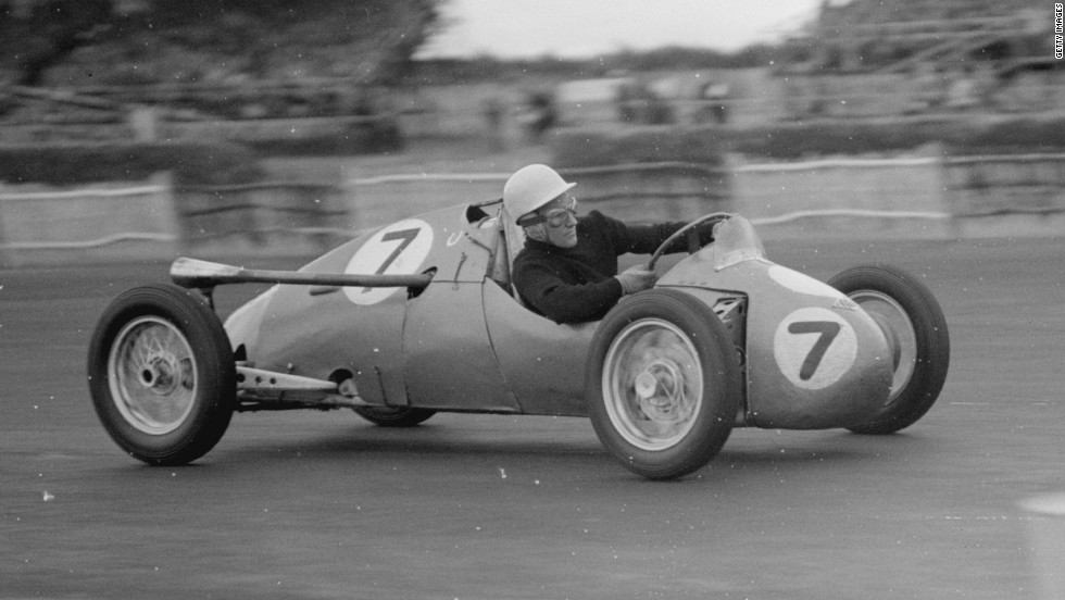 Moss did not have much success in Formula One at the English circuit, but won a 500cc race there in July 1952.
