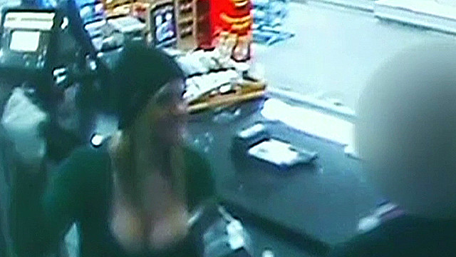 7 news buxom bandit robs store_00004902