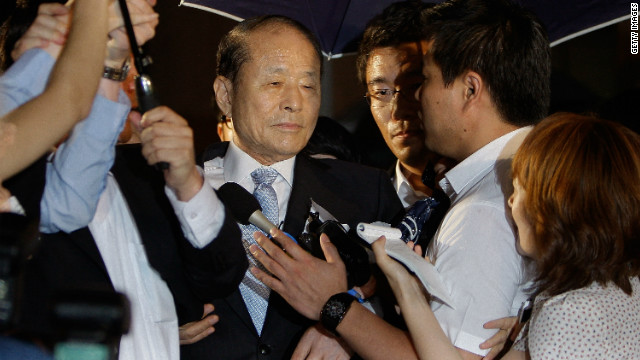 South Korean President Lee Myung-bak's brother, Lee Sang-deuk, is alleged to have received money from troubled banks.