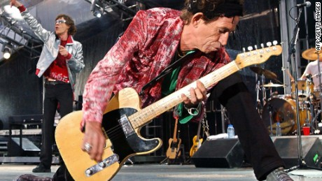 Rolling Stones guitarist Keith Richards (R) rocks the house, as singer Mick Jagger (L) belts out a favourite during their concert in Munich, 06 June 2003.