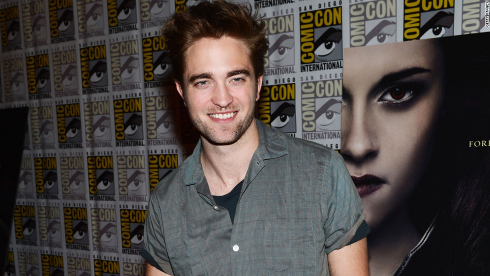 """Twilight's"" Robert Pattinson greets fans at Comic-Con."
