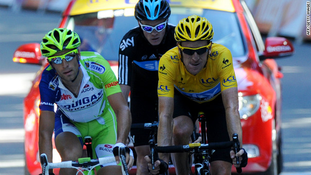 Bradley Wiggins (R) retained the yellow jersey after an arduous 16th stage in the Tour de France