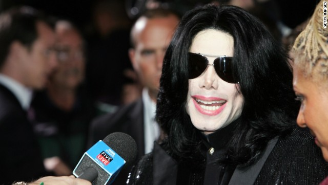 LONDON - NOVEMBER 15:  Singer Michael Jackson arrives at the 2006 World Music Awards at Earls Court on November 15, 2006 in London.  (Photo by Gareth Cattermole/Getty Images)