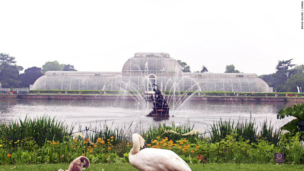 Stroll in the Royal Botanic Gardens where glasshouses dating from the 19th century still house exotic plants.