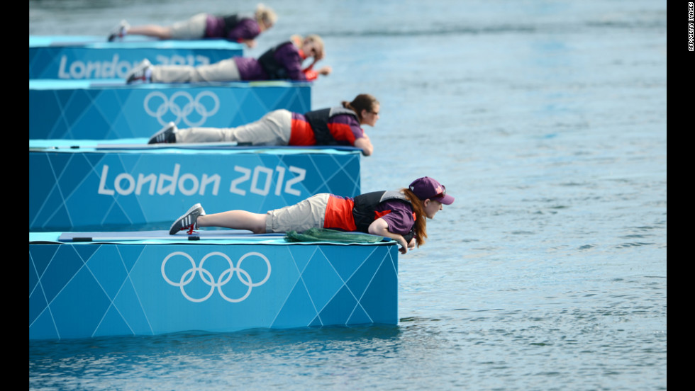 The Olympic surfing competition gets off to a very slow start.