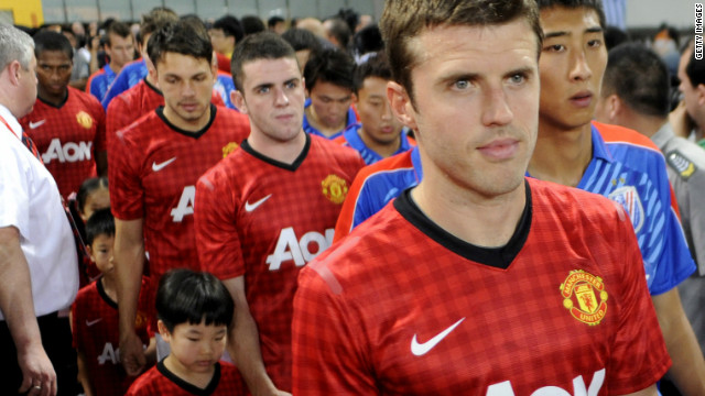 Manchester United and shanhag Shenhua players enter the field