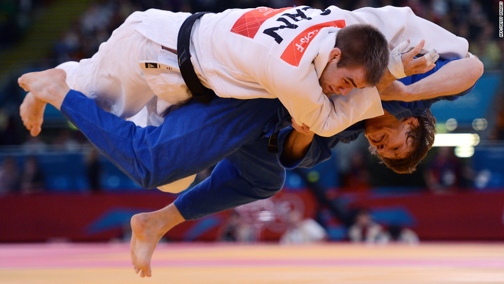 Canada's Antoine Valois-Fortier, in white, gets taken down by Russia's Ivan Nifontov during the men's under 81-kilogram quarterfinal judo match on Tuesday.
