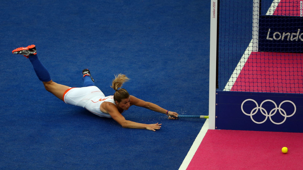 Kim Lammers of the Netherlands attempts to score during the women's field hockey match between the Netherlands and Japan on Tuesday.