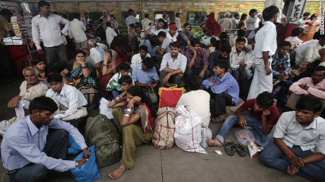 Image #: 18791801    Passengers sit on a platform for their train to arrive as they wait for electricity to be restored at a railway station in New Delhi July 31, 2012. Grid failure hit India for a second day on Tuesday, cutting power to hundreds of millions of people in the populous northern and eastern states including the capital Delhi and major cities such as Kolkata. REUTERS/Adnan Abidi (INDIA - Tags: ENERGY SOCIETY TRANSPORT)       REUTERS /ADNAN ABIDI /LANDOV