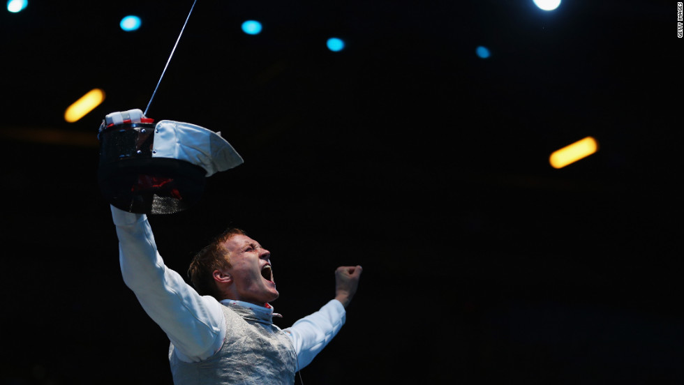Artur Akhmatkhuzin of Russia celebrates after beating Richard Kruse of Great Britain during a preliminary men's foil match Tuesday.
