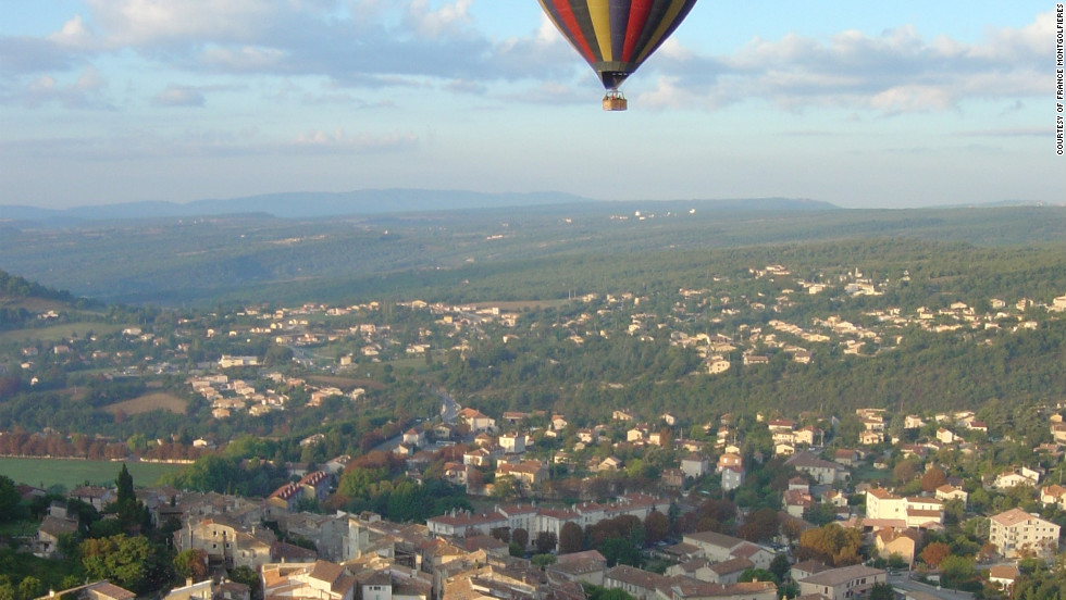 With nine take-off sites, France Montgolfières offers a diversity of ballooning experiences, flying over cities, villages, castles and countryside.