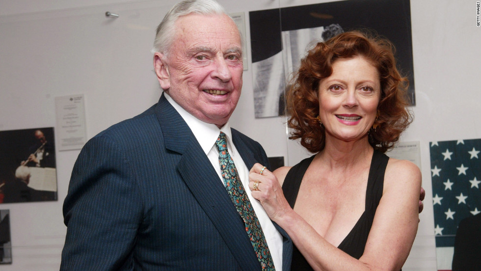Vidal and Susan Sarandon appear backstage during the Film Society of Lincoln Center's 2003 tribute to the Oscar-winning actress in New York.