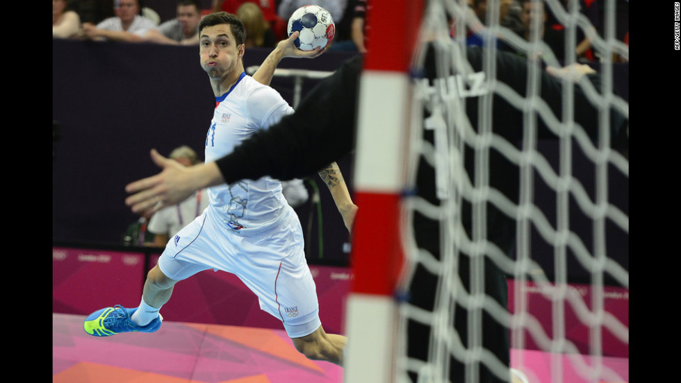 France's leftwing Samuel Honrubia competes in the men's preliminary handball match against Agentina.