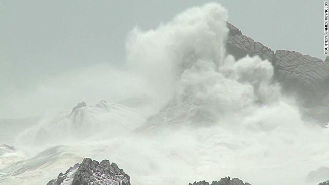Typhoon Saola batters Taiwan