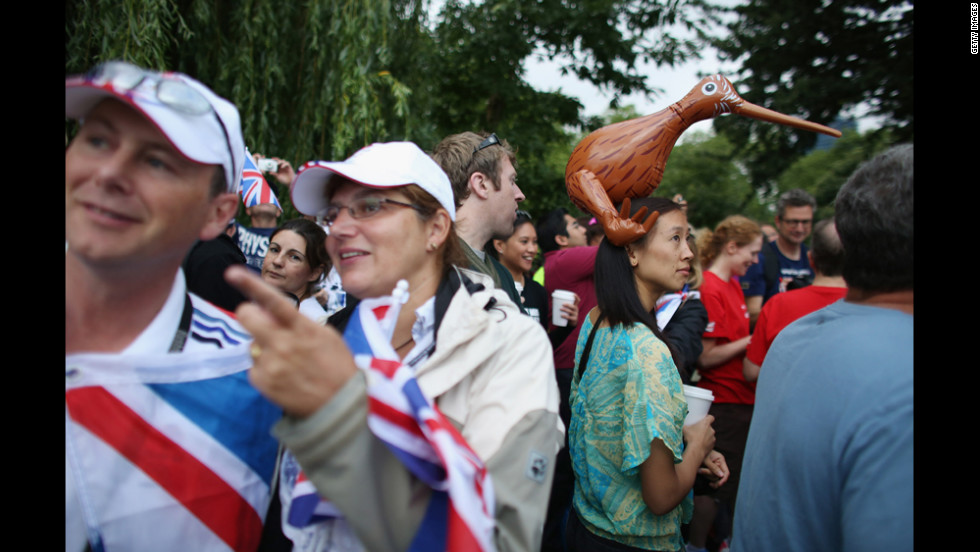 Fans gather to watch athletes compete in the swimming stage of the women's triathlon in Hyde Park.