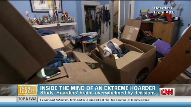 exp Hoarders' brains overwhelmed by decisions_00002001
