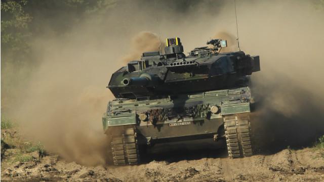 Lepoard 2 battle tank takes part in a demonstration for visitors September 28, 2011 near Munster, Germany.