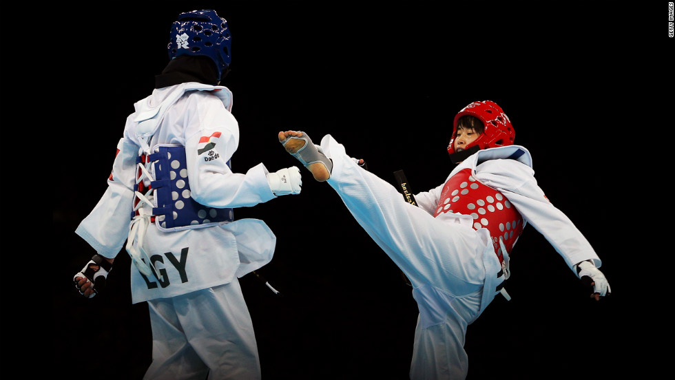 Egypt's Hedaya Wahba, left, evades a kick from Robin Cheong of New Zealand during the preliminary round women's under 57-kilogram taekwondo match.